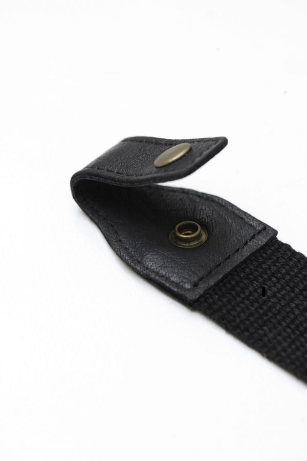 close up image of Oaks & Phoenix's content straps in black with black leather