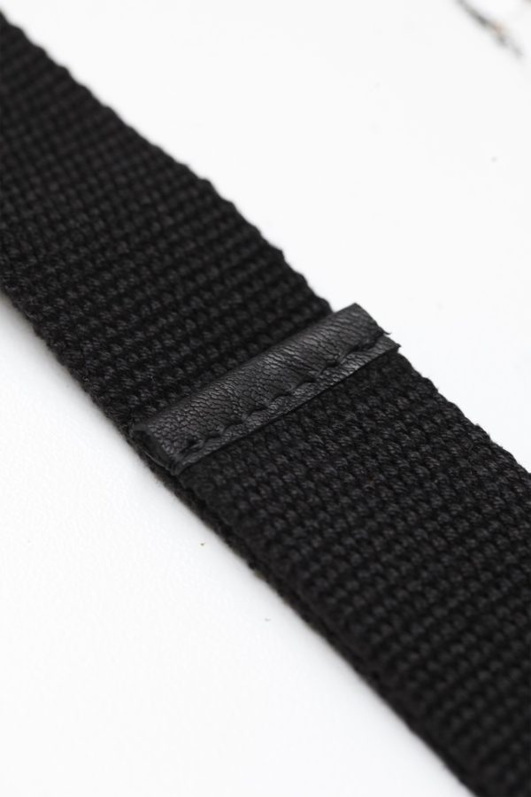 close up image of Oaks & Phoenix's content straps in black