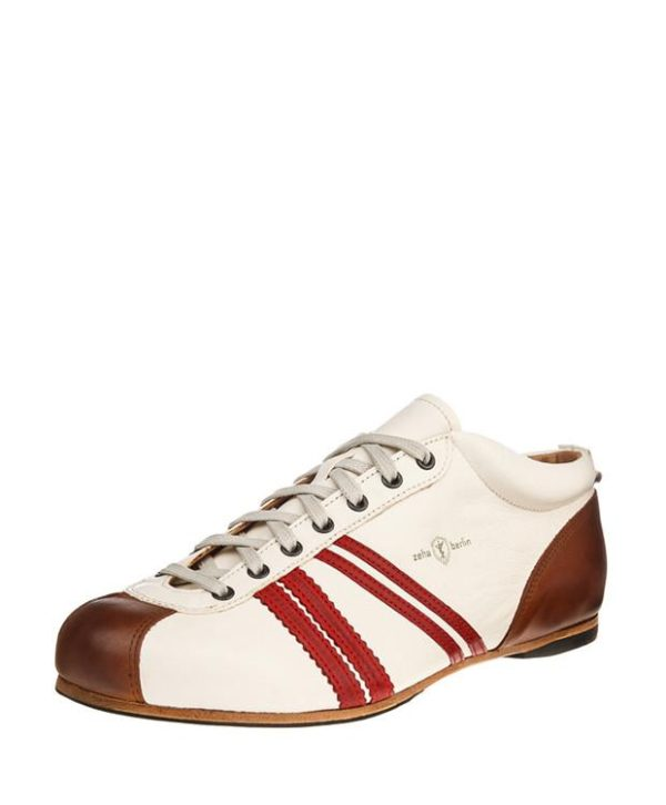 Product image from the front side of Zeha Berlin's Carl Häßner Liga in Off white and red